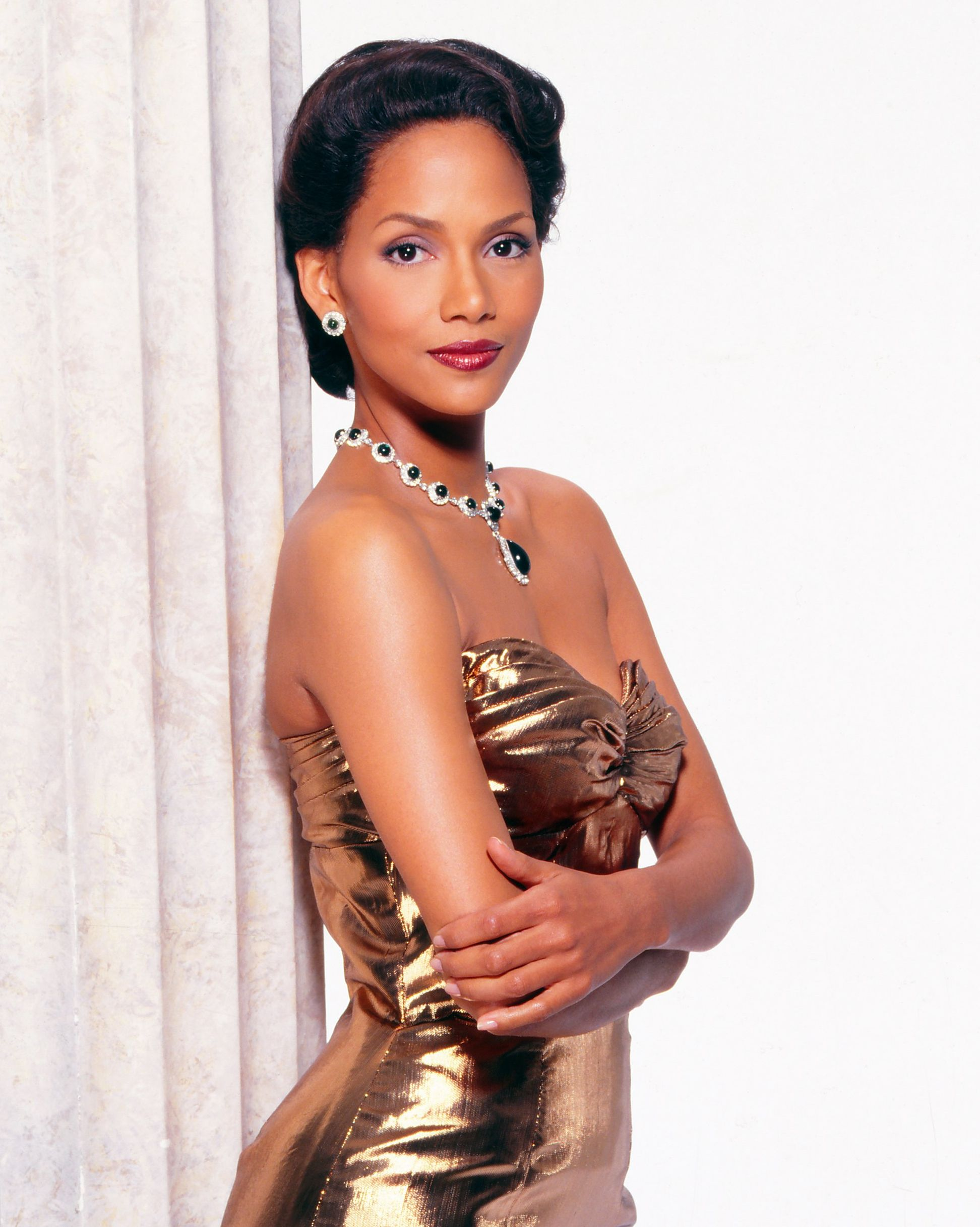 An Emmy-Winning Role Berry took on the role of Dorothy Dandridge, the first African-American woman to be nominated for a Best Actress Oscar, for a 1999 HBO TV movie. Introducing Dorothy Dandridge landed Halle herself an Emmy for Lead Actress.