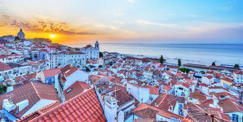 Sky, Roof, Cityscape, City, Town, Horizon, Daytime, Tourism, Human settlement, Sea,