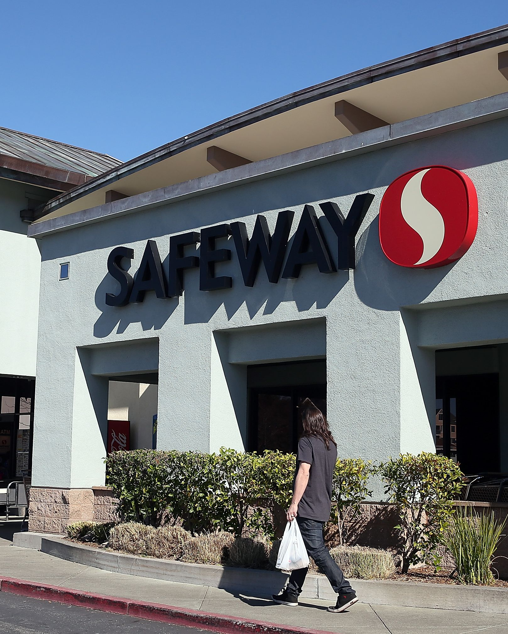 Safeway Grocery Store Posts Postive Quarterly Earnings