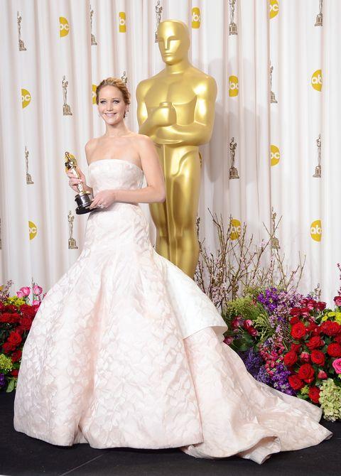 b90963fa2c3 30 Most Iconic Oscar Dresses - Infamous Oscar Dress Year You Were Born