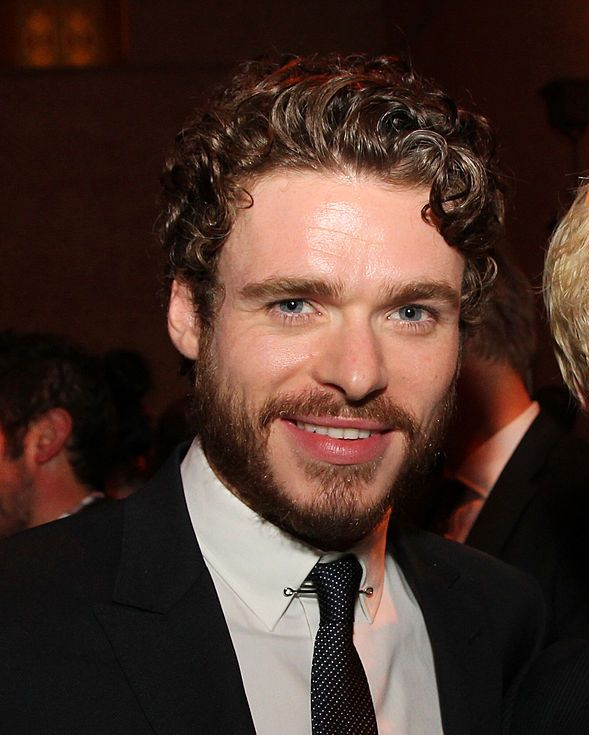 Richard Madden (and beard) Stocky with blue eyes and red-brown hair, Richard Madden was a true-to-book Rob Stark.