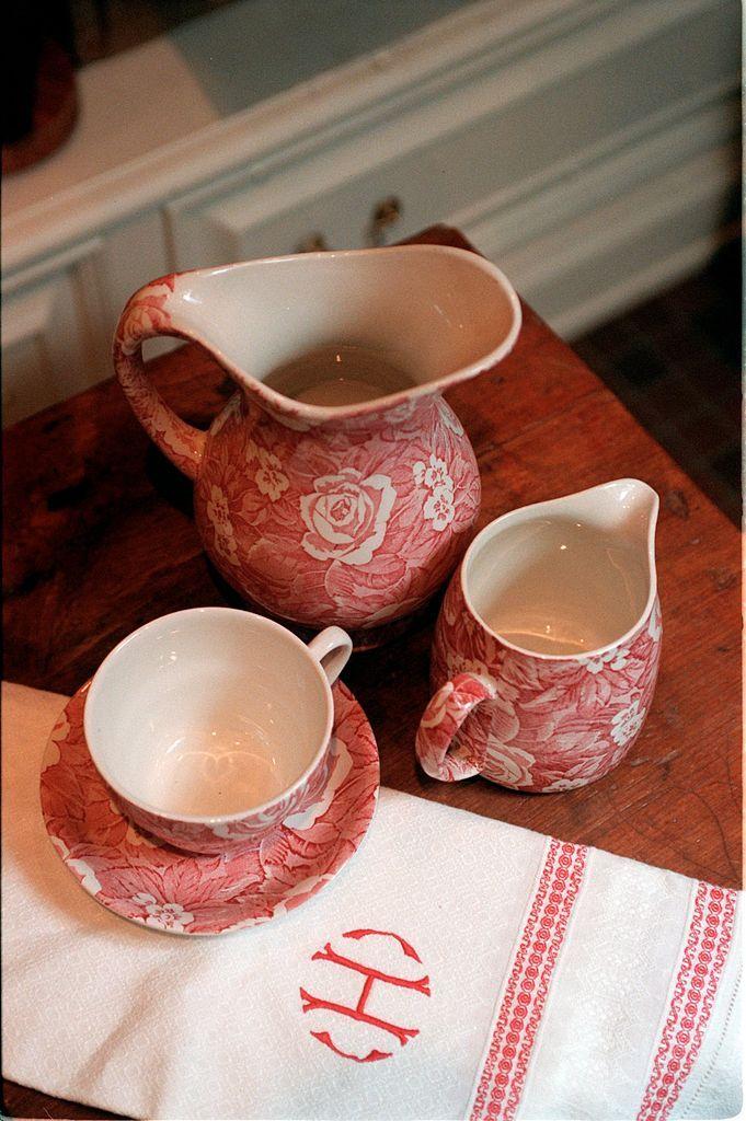 tea set red and white