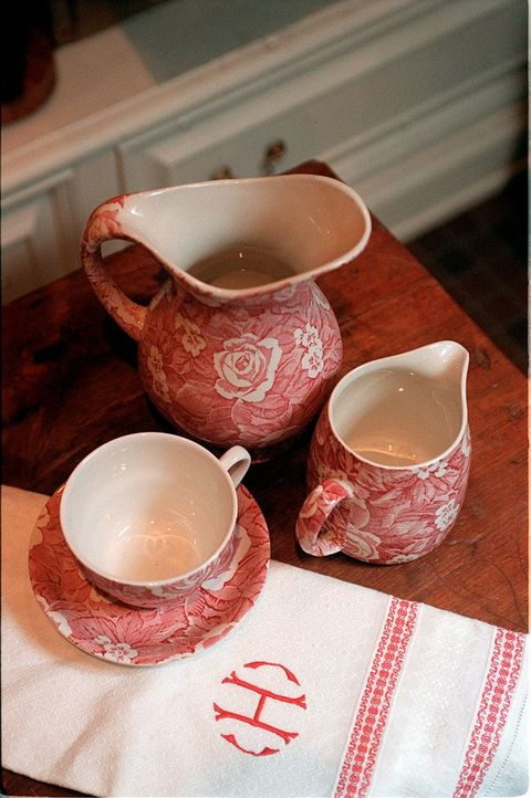 tea set red and white