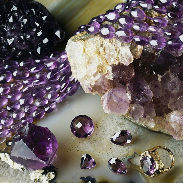 Amethyst stones and rings, oxide