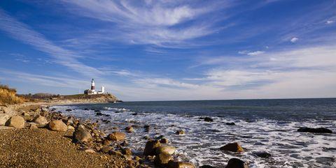 Coastal and oceanic landforms, Cloud, Coast, Shore, Fluid, Rock, Horizon, Ocean, Bank, Sea,