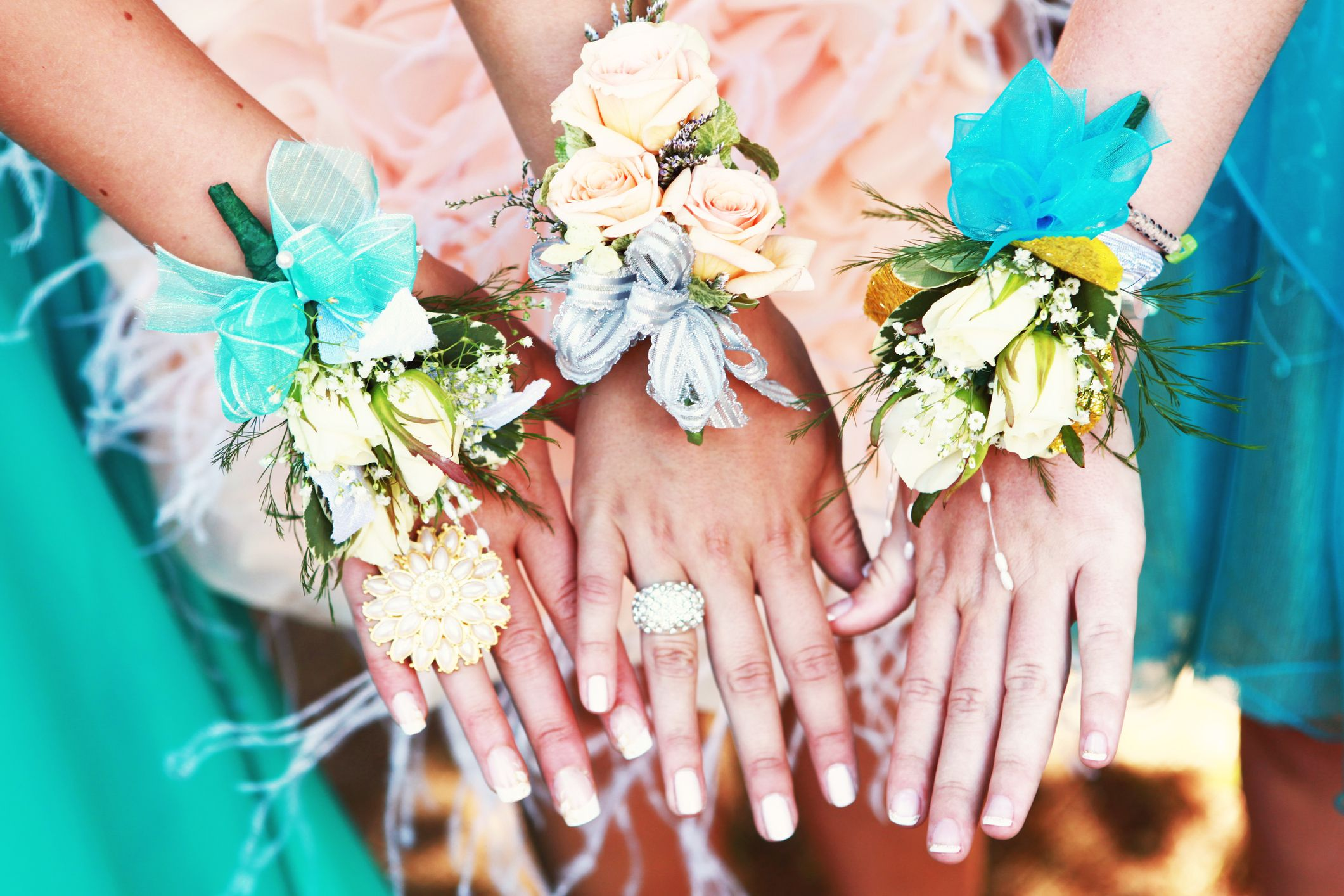 Where To Buy A Corsage 7 Places To Buy Cheap And Pretty Prom Flowers
