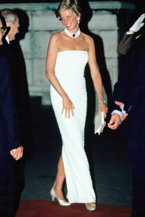 Dress, Shoulder, Clothing, Gown, Red carpet, Carpet, Strapless dress, Hairstyle, Joint, Formal wear,