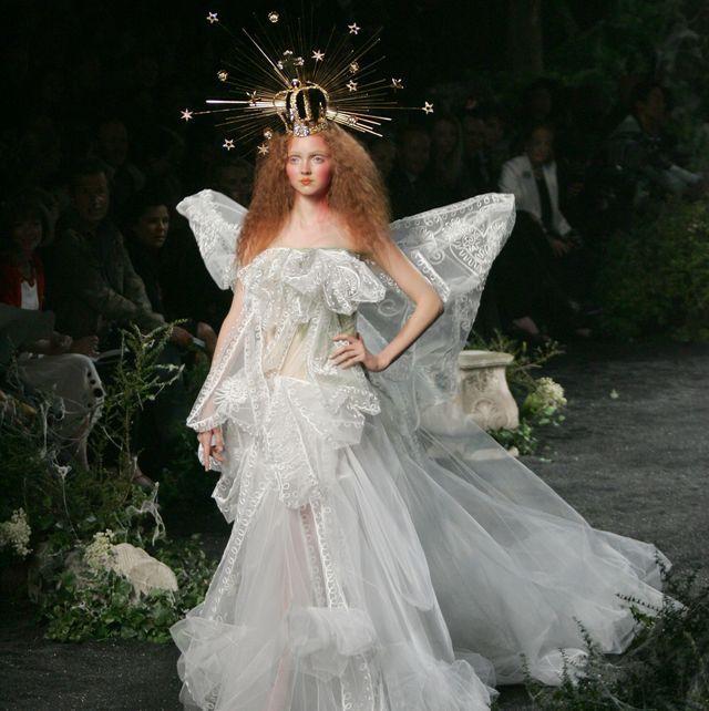 2005 Paris Fashion Week - Haute Couture - Fall/Winter 2005/2006 - DIOR - Runway