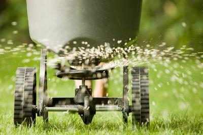 Image Banksphotosgetty Images When Professional Landscapers Ly Fertilizer