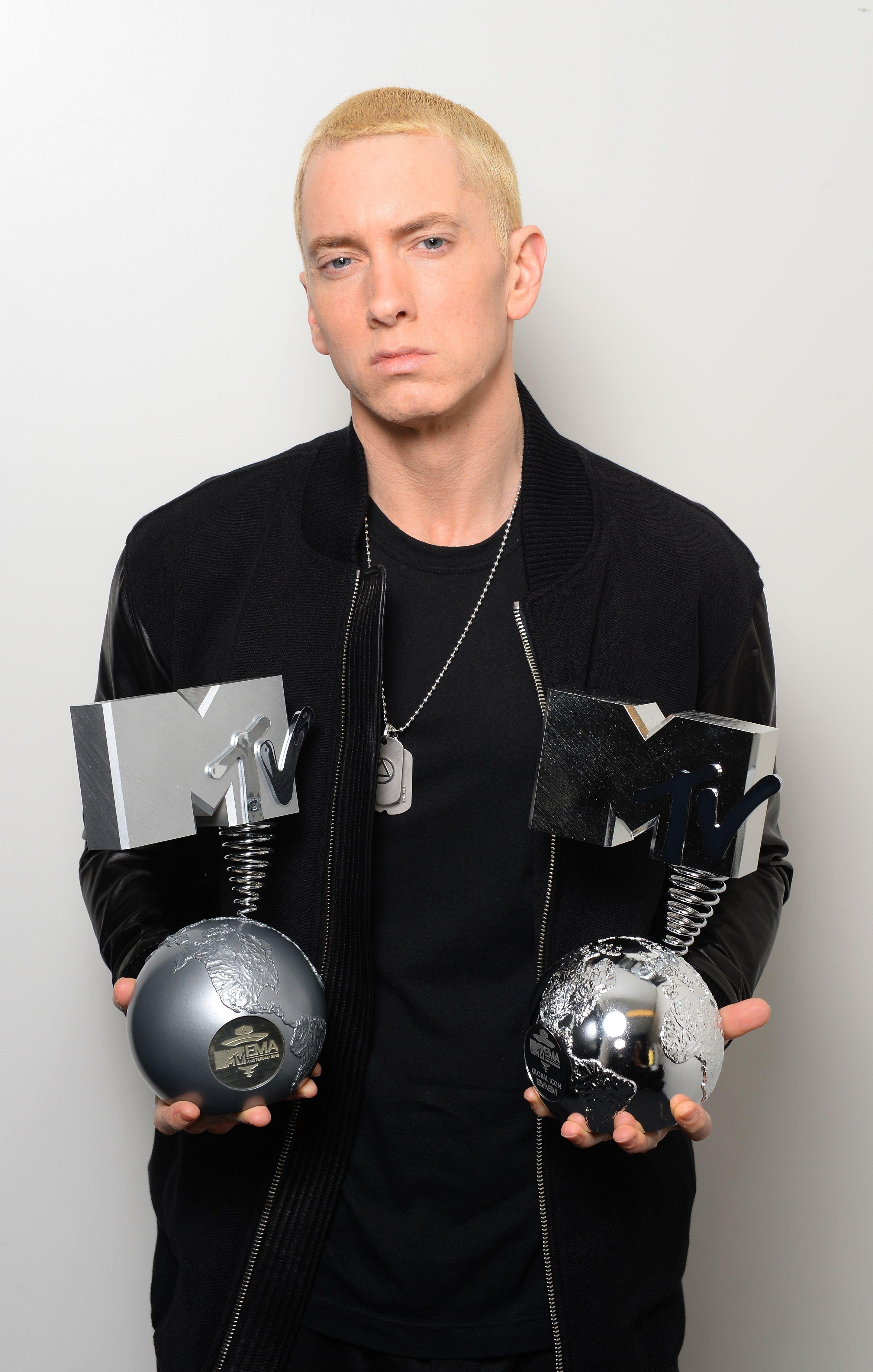 Eminem-s-Rep-Addresses-His-Leaked-Lyric-Siding-With-Chris-Brown-Over-Rihanna-Assault