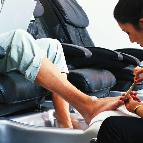 Leg, Sitting, Vehicle, Human leg, Passenger, Car, Auto part, Thigh, Massage chair, Black hair,