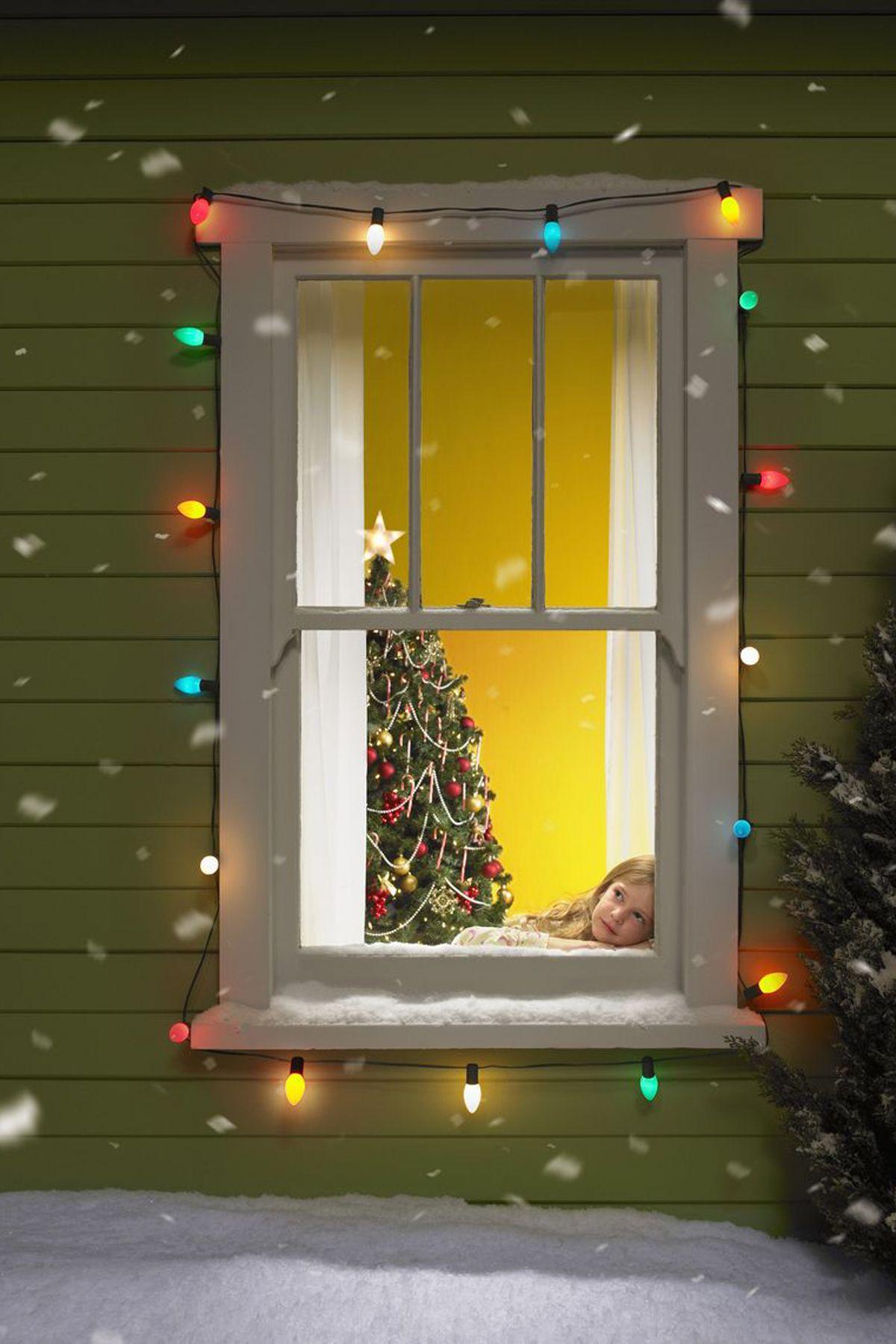 12+ Christmas Window Decor Ideas   Holiday Window Decorations