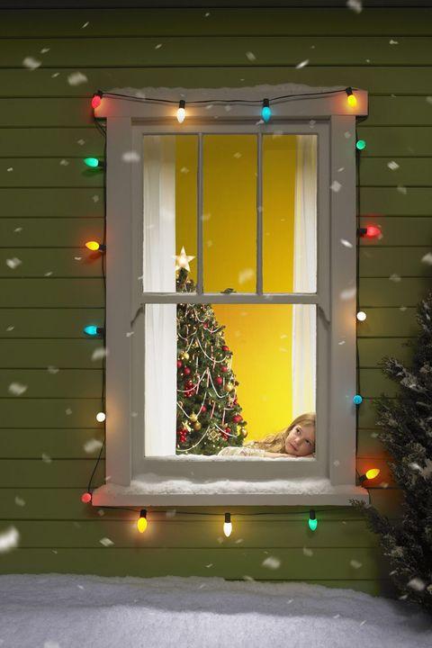christmas window decorations   elle decor