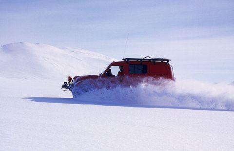 Snow, Winter, Sky, Geological phenomenon, Vehicle, Mountain, Cloud, Arctic, Slope, Glacial landform,
