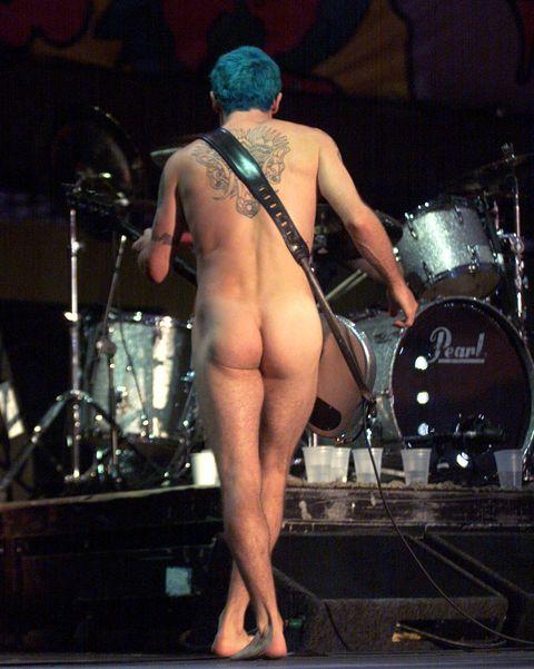 مایکل بالزاری ، باسیست کک قرمز در هنگام اجرای خود در Woodstock 99 در Griffiss AFB در رم ، نیویورک بیش از 45 گروه موسیقی دارد که در یکی از چهار مرحله در 23 ژوئیه اجرا می شوند 25 عکس توسط frank micelottaimagedirect