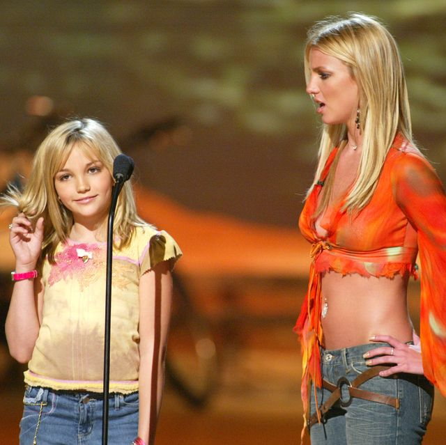 britney spears and her sister jamie lynn spears at the teen choice awards 2002 at the universal amphitheatre in los angeles, ca sunday, august 4, 2002 photo by kevin wintergetty imagesfox