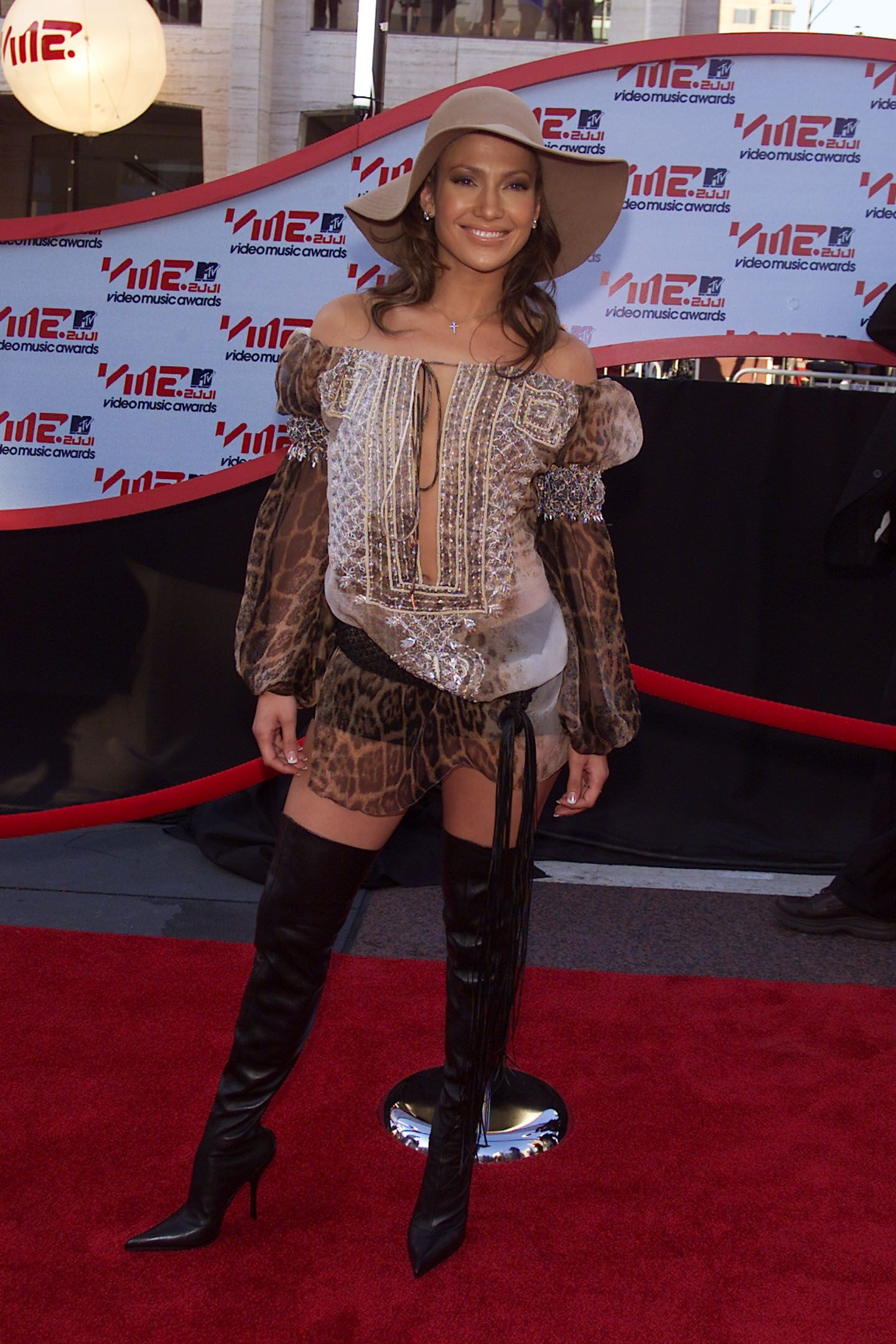 60 Celebrity Outfits From The Early 2000s That Did Not Age Well