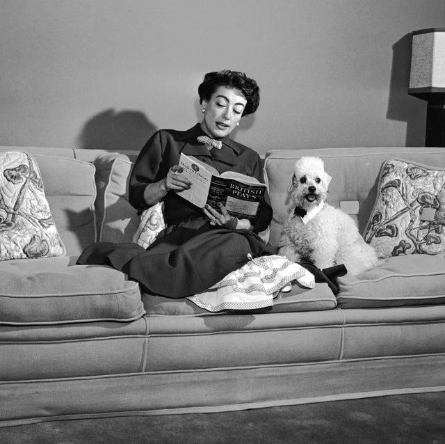 joan crawford leyendo