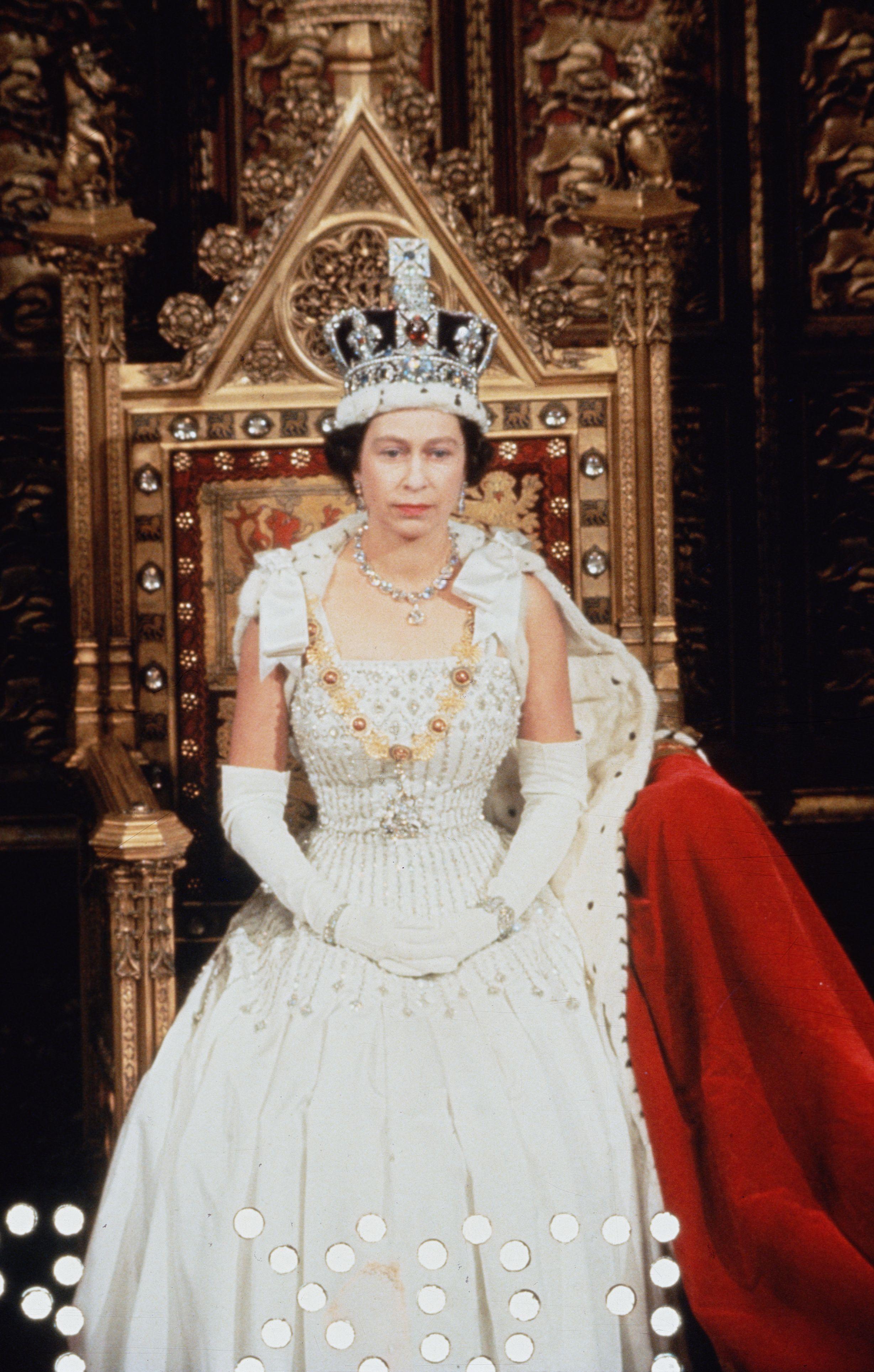 Queen Elizabeth\'s Most Beautiful Jewels - Pictures of the Queen\'s ...