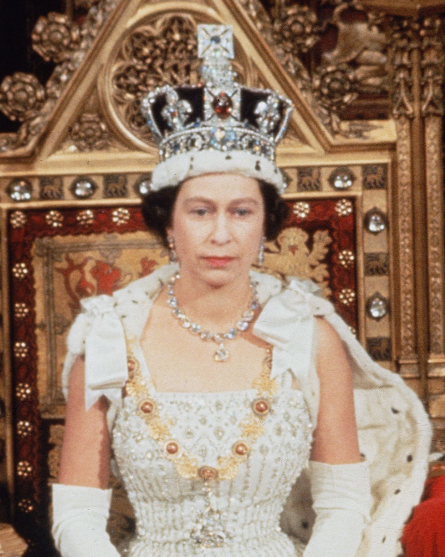 Queen Elizabeth's Most Beautiful Jewels - Pictures of the ...