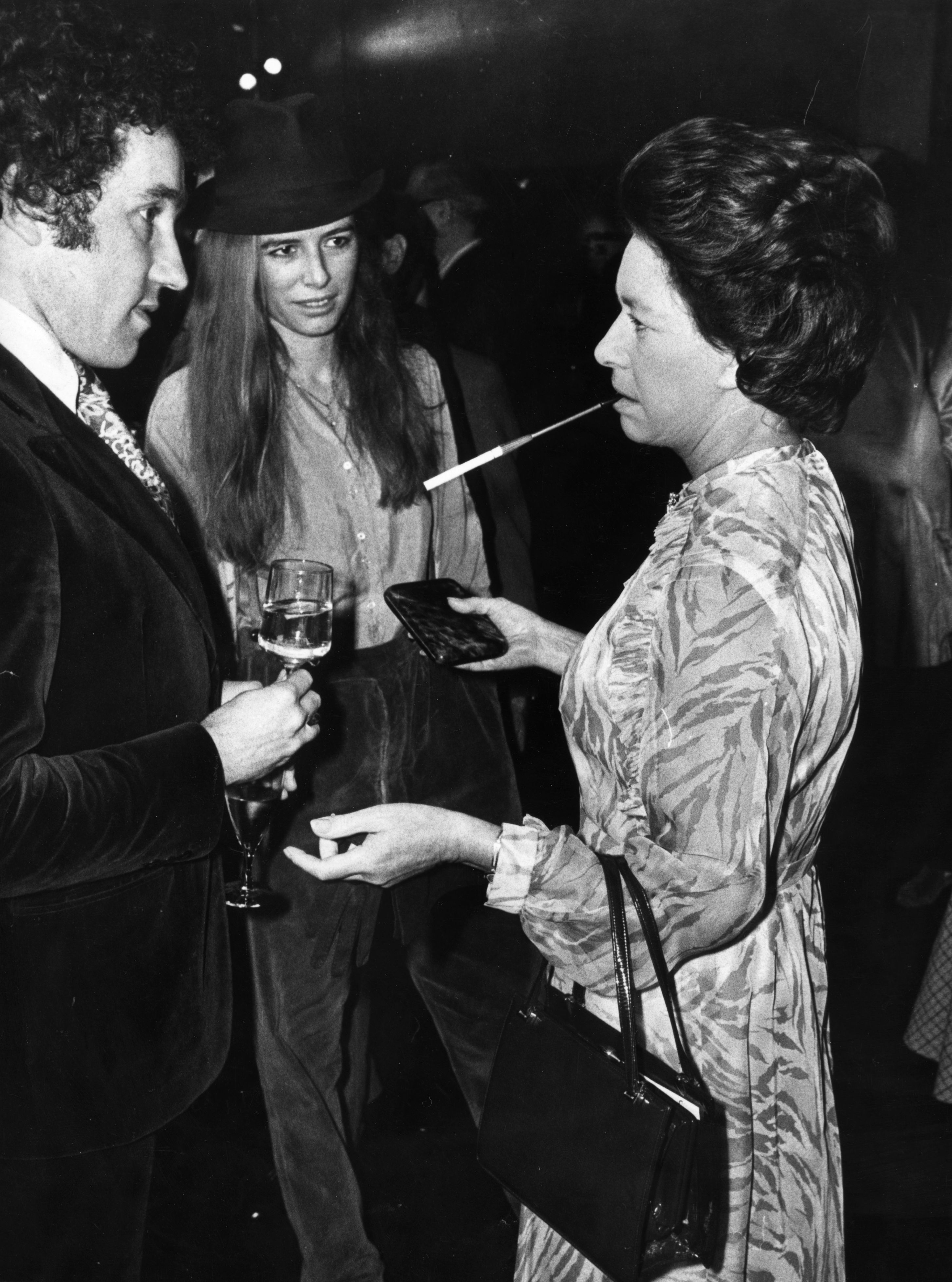 875ad93e679182 Vintage Photos of Celebrities Smoking - Vintage Celebrities Lighting Up