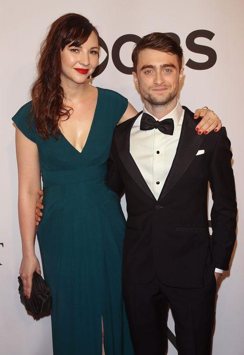 Daniel Radcliffe mit schöner, niedlicher, attraktiver, Verlobte (v) Erin Darke