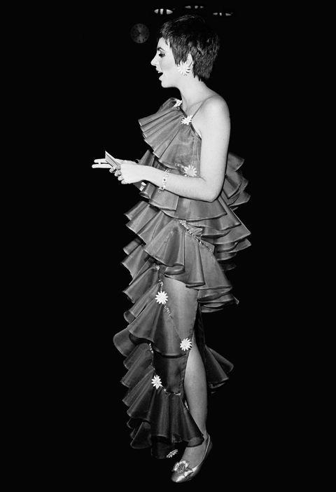 Black, Dancer, Black-and-white, Fashion, Monochrome photography, Standing, Dress, Monochrome, Photography, Performance,