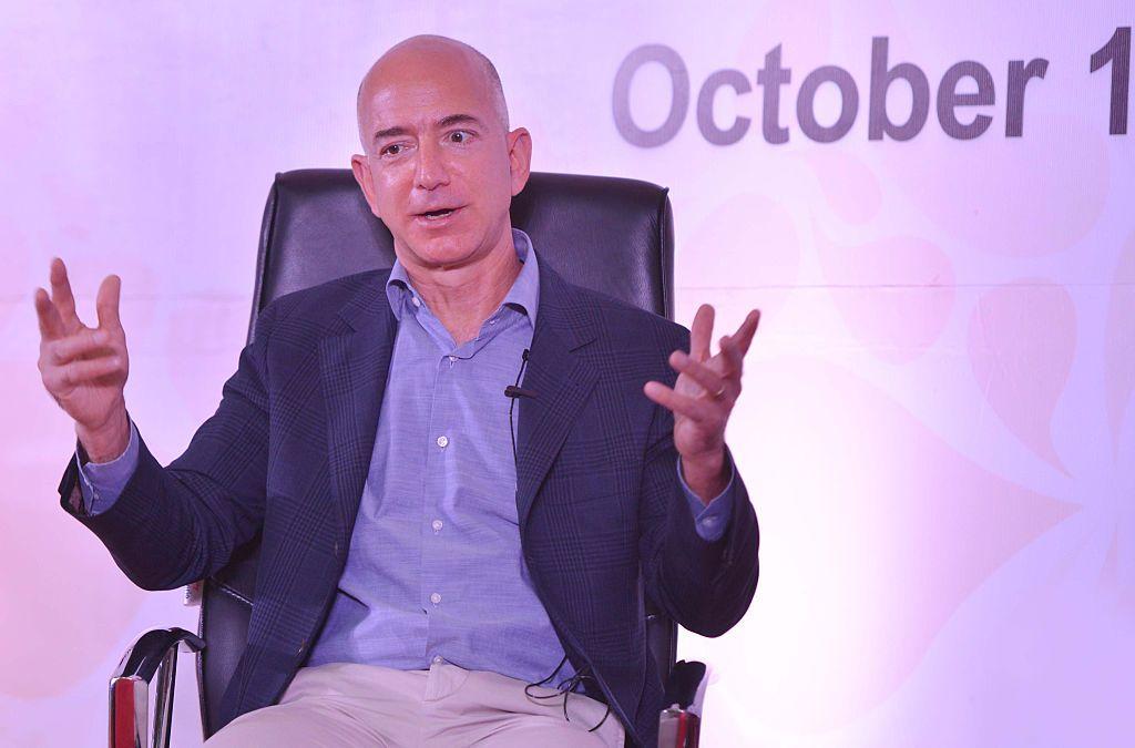 """Jeff Bezos, chi è l'uomo più ricco (e """"peggior capo"""") del mondo"""
