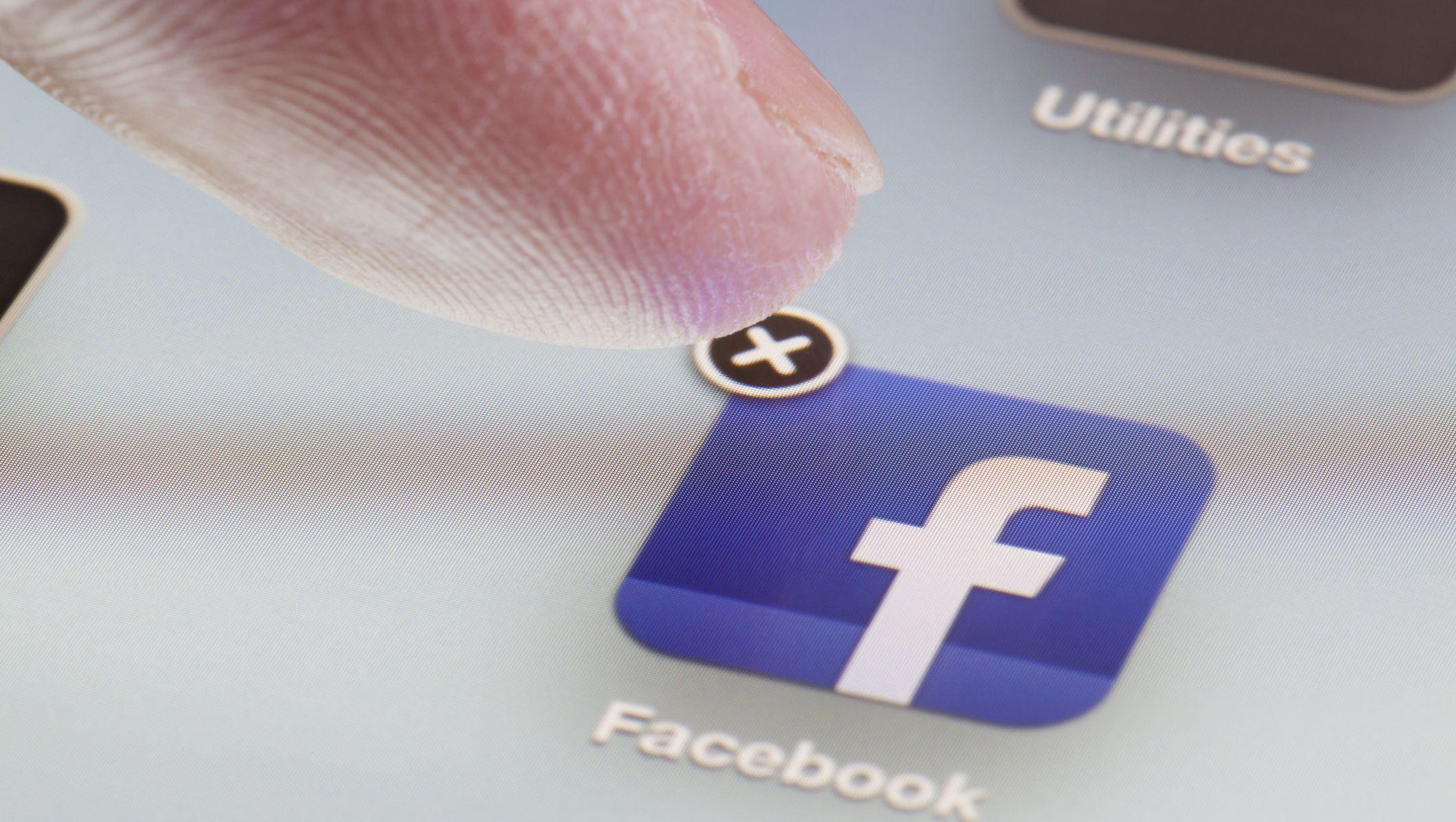 Come cancellarsi da Facebook senza perdere i contatti