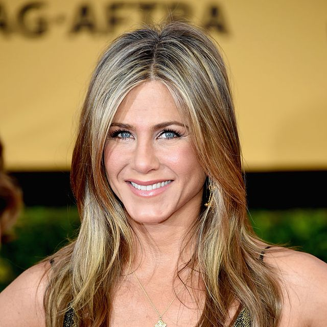 jennifer aniston christmas day with dogs