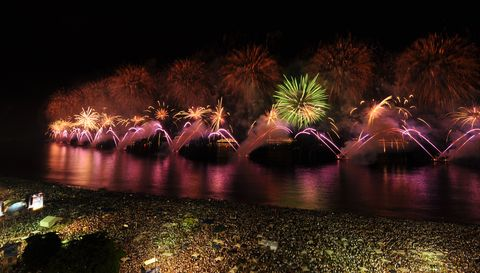 Night, Fireworks, Reflection, Light, Lighting, Fête, Water, Event, Midnight, River,