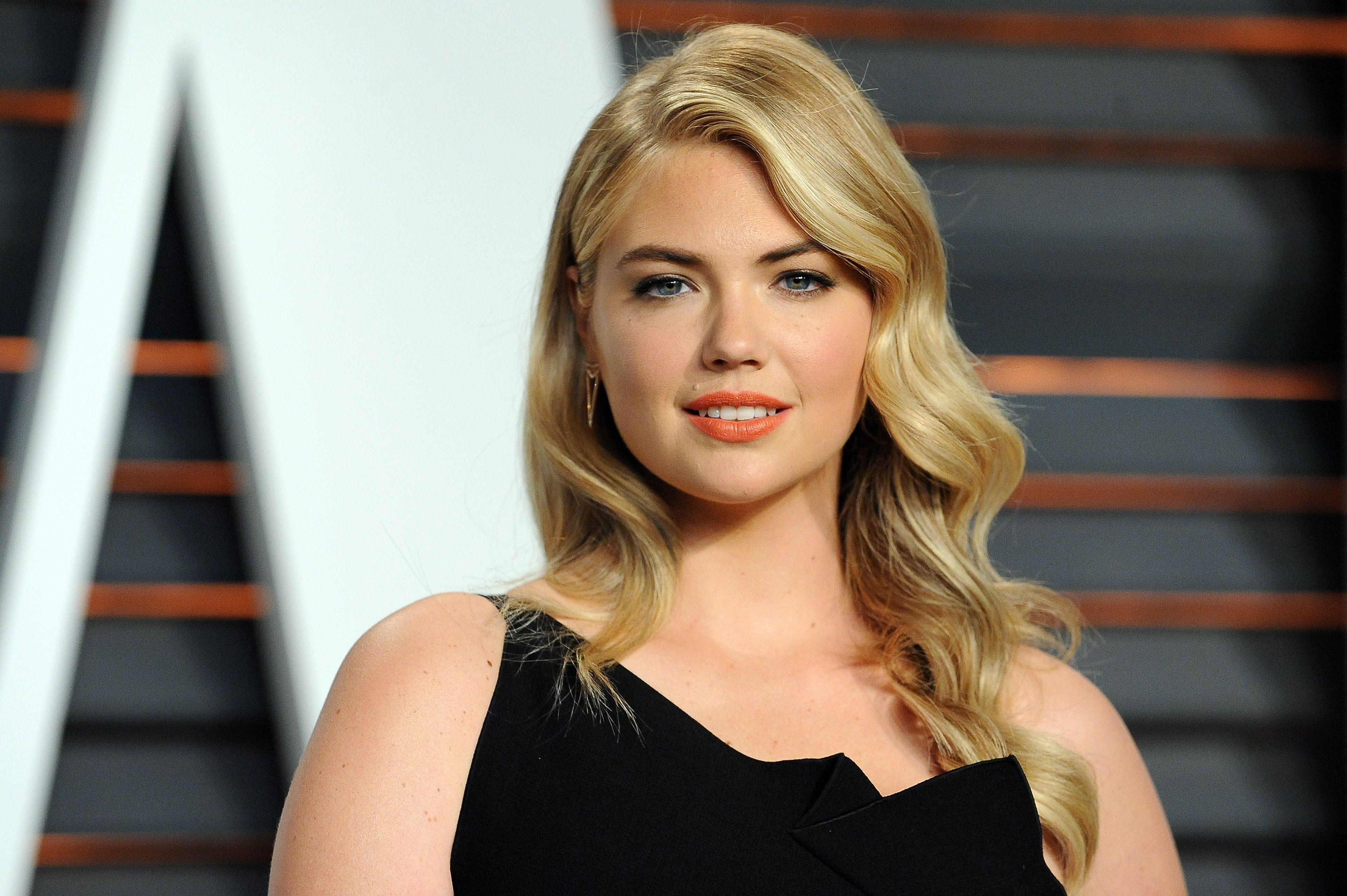 Kate Upton wore a naked dress at her wedding and the photos are absolutely stunning