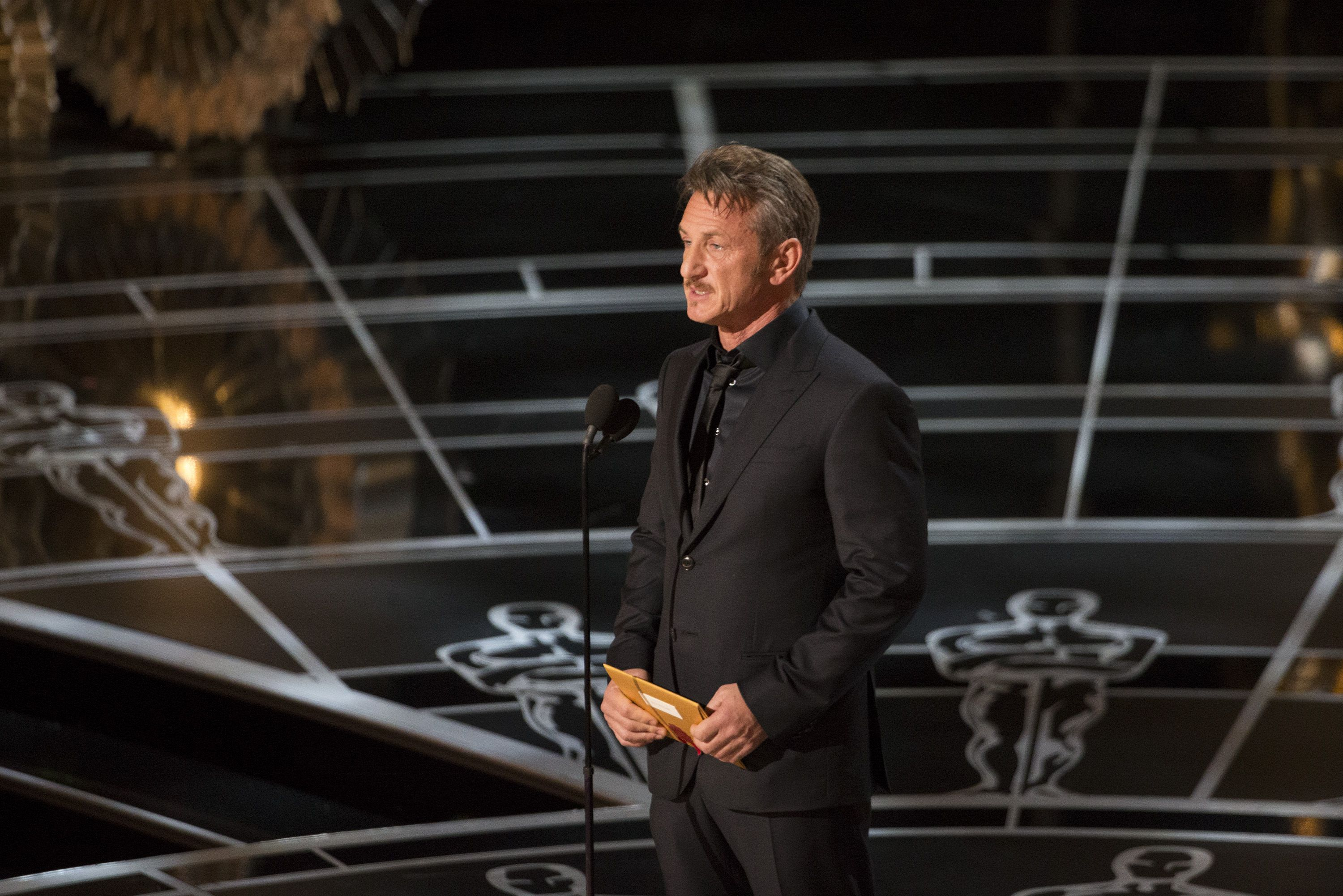 2015: When Sean Penn made a green card joke.
