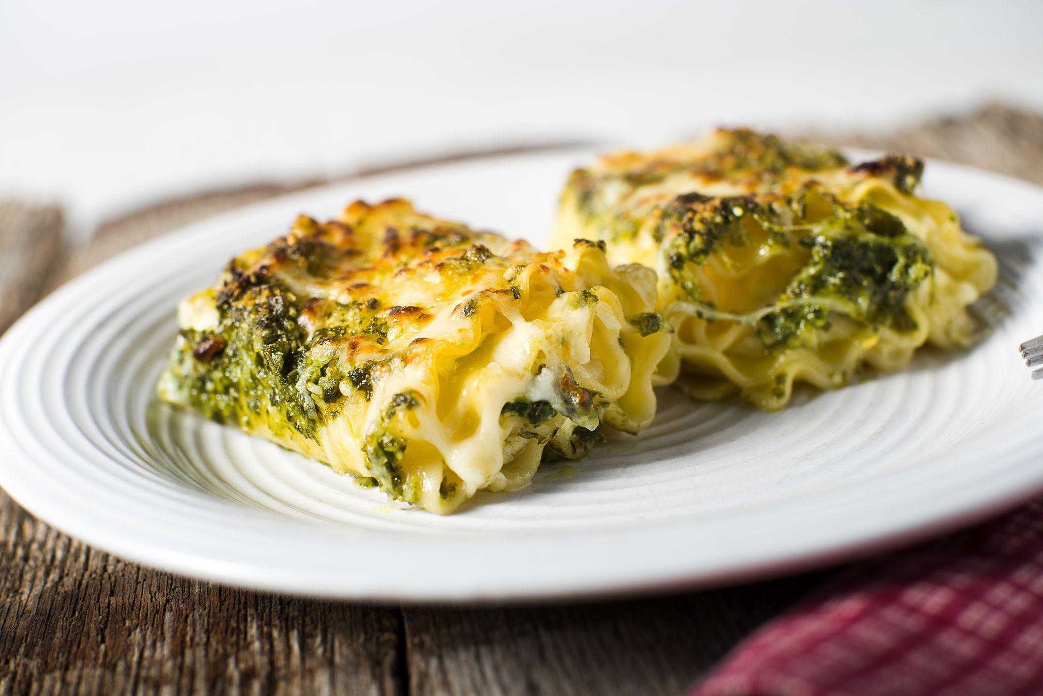 Le lasagne al pesto sono l'alternativa alla ricetta classica perfetta per la primavera, e si fanno così