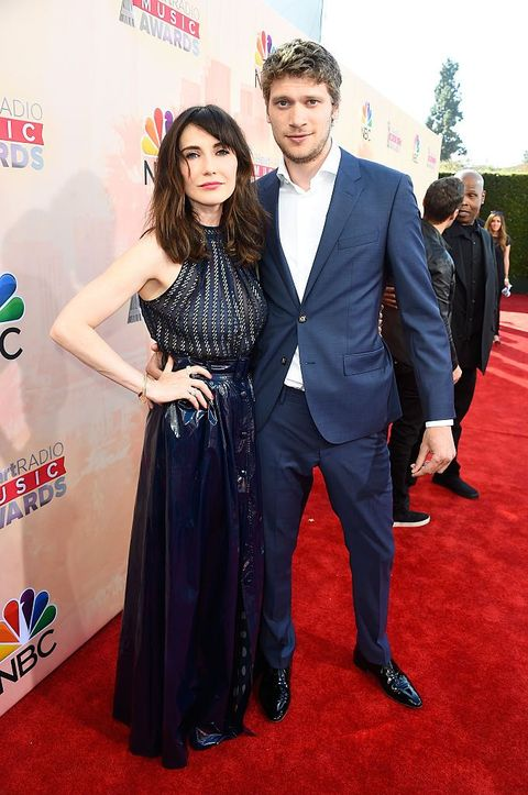 los angeles, ca   march 29  actress carice van houten l and kees van nieuwkerk attend the 2015 iheartradio music awards which broadcasted live on nbc from the shrine auditorium on march 29, 2015 in los angeles, california  photo by frazer harrisongetty images for iheartmedia
