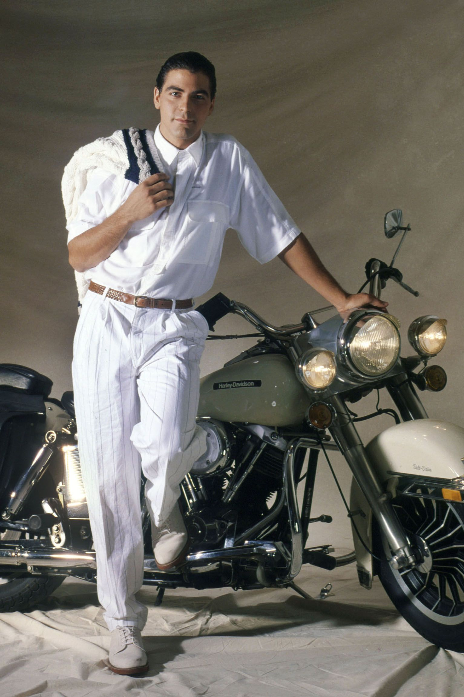 Clooney poses for a portrait in 1992 in Los Angeles, Ca.