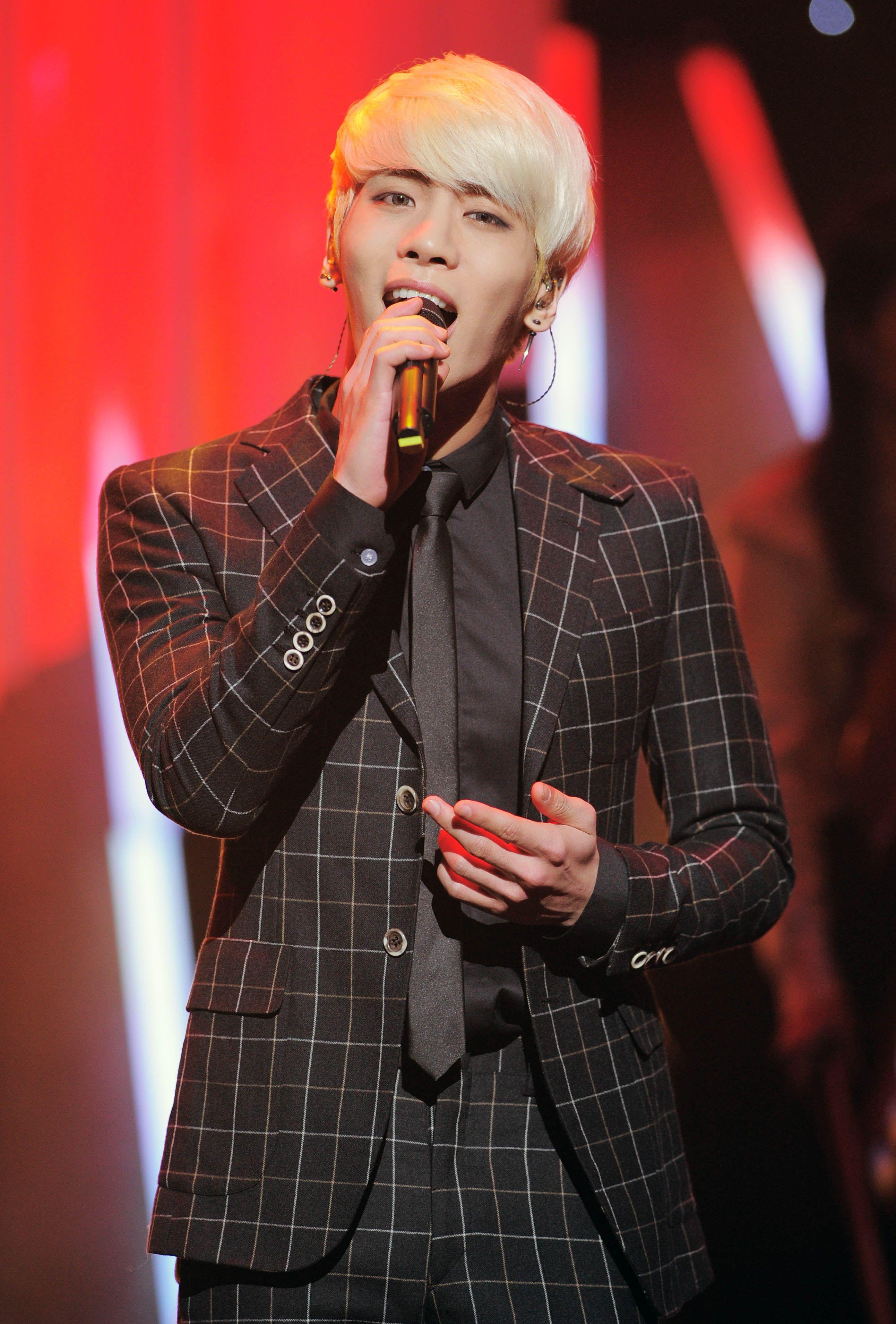 Korean boy band lead singer Kim Jong-hyun died at 27
