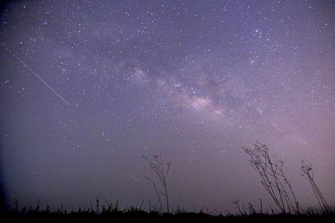 Sky, Purple, Night, Atmosphere, Atmospheric phenomenon, Violet, Space, Star, Midnight, Horizon,