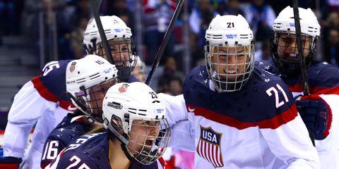 Player, Sports gear, Sports, Helmet, Hockey protective equipment, Tournament, Sports equipment, Team sport, Ball game, College ice hockey,