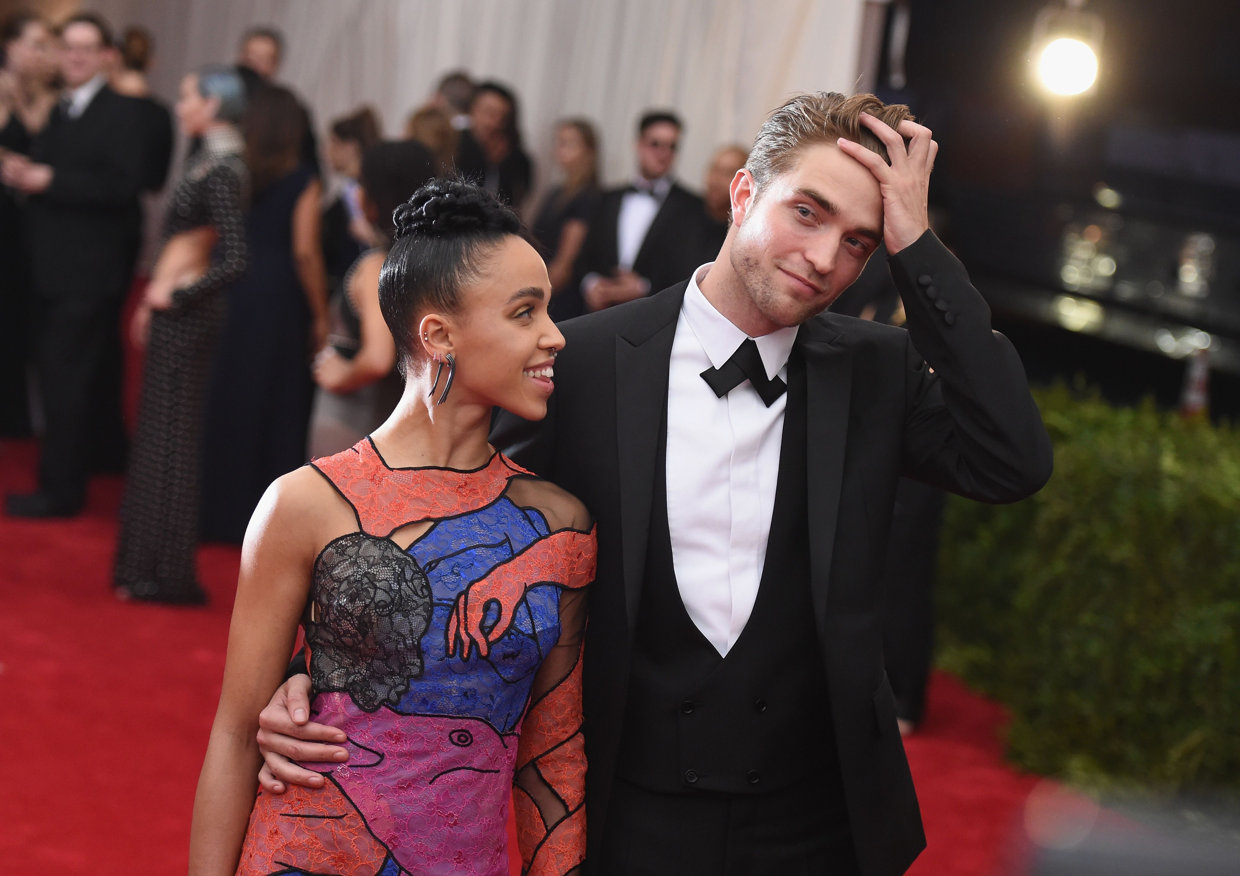 Robert Pattinson and FKA Twigs End Engagement - Pattison and Twigs Break Up
