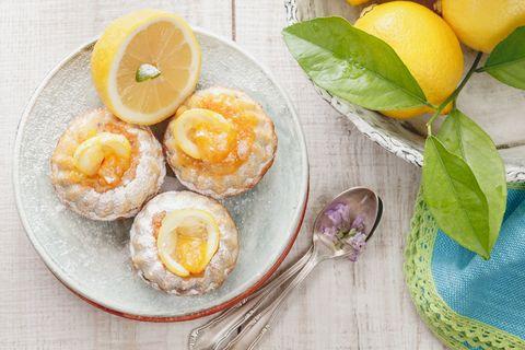 I biscotti morbidi al limone sono la ricetta semplice e delicata più profumata della primavera