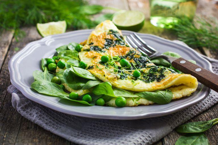 Món ăn sáng giảm cân: Trứng omelette với rau củ
