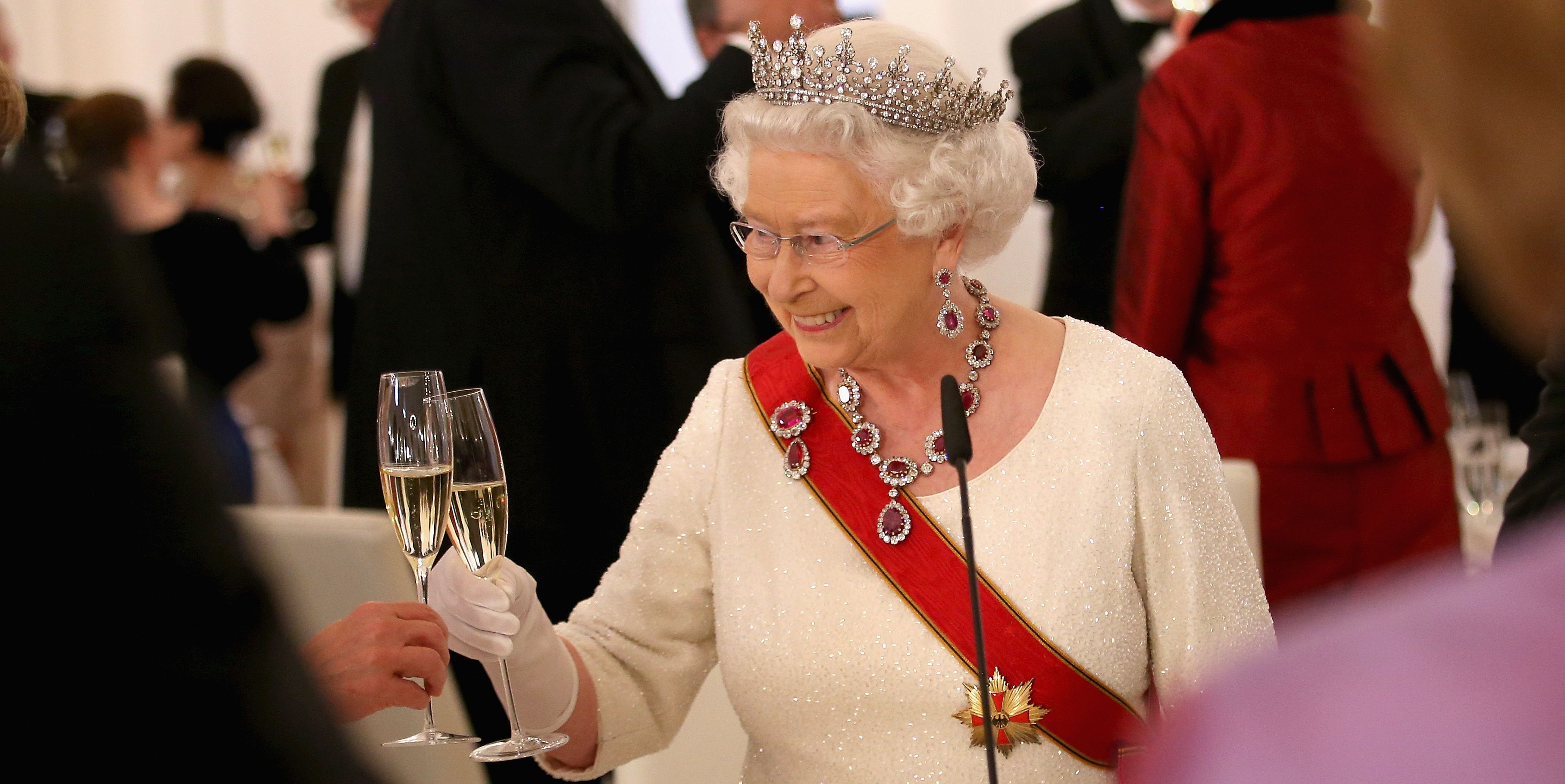 No, The Queen Doesn't Drink Four Cocktails Every Day