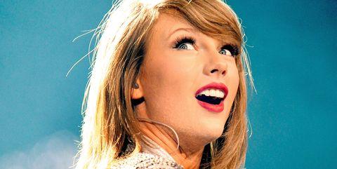 Hair, Blond, Lip, Beauty, Yellow, Performance, Singing, Singer, Long hair, Music artist,