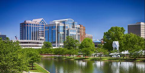 Metropolitan area, City, Urban area, Daytime, Architecture, Tower block, Human settlement, Building, Water, Reflection,