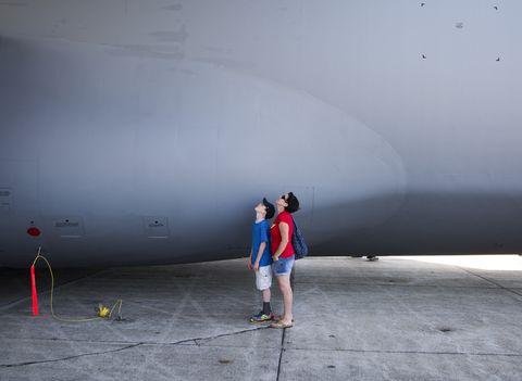 De pie, atmósfera, mundo, gris, espacio, hormigón, ingeniería aeroespacial, aviación, fabricante aeroespacial, viajes aéreos,