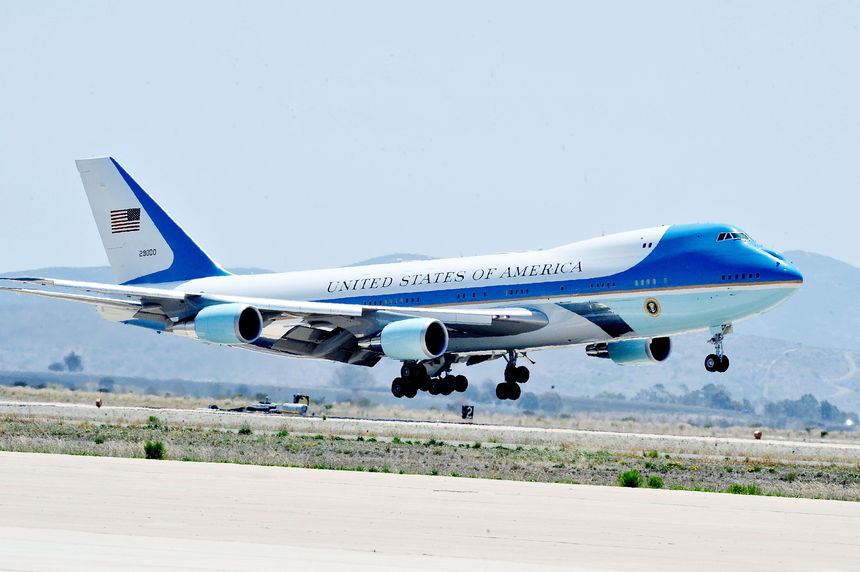 411106b06 Trump Makes Deal With Boeing for $3.9 Billion Air Force One Jets