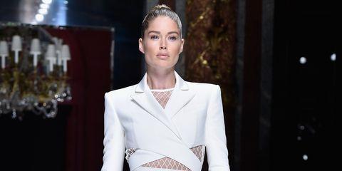 Fashion model, Fashion, Fashion show, Haute couture, Clothing, Runway, Dress, Shoulder, Event, Fashion design,