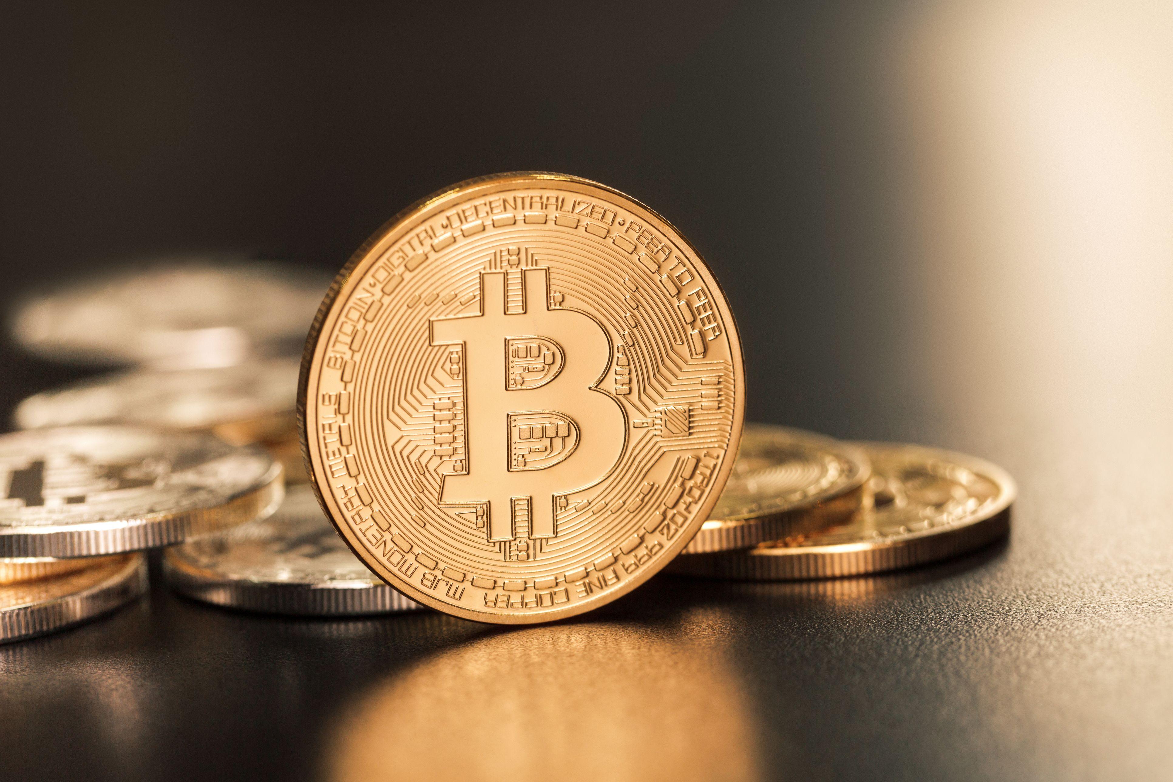Geld verdienen met een daling van de bitcoin