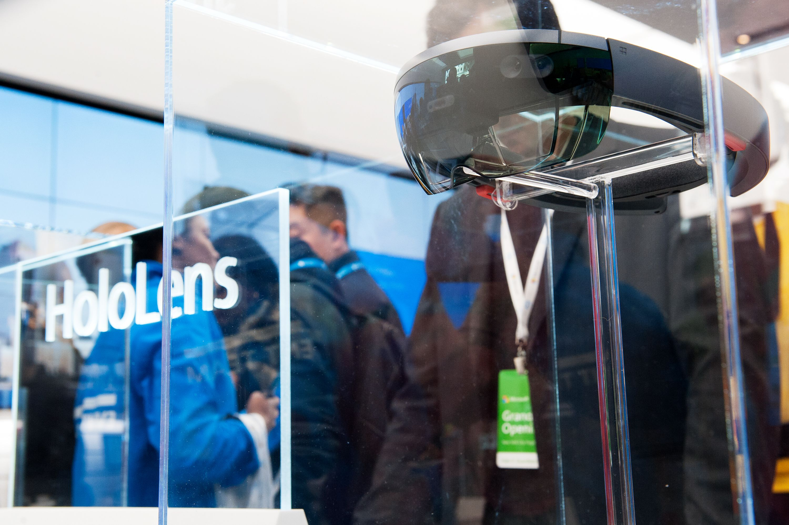 Microsoft Selling 100,000 HoloLens to U.S Army for $479 Million
